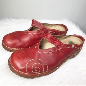 El Naturalista Women's N096 Red Leather Clog 8.5